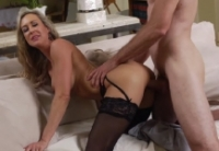 Scopata hard con la bella milf Brandi Love