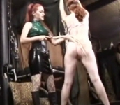 Donna dominante con la sua schiava sessuale