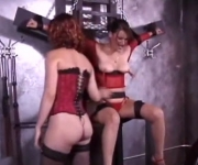 Porno BDSM con due troie feticiste